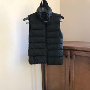 LIKE NEW! Uniqlo Dark gray puffer vest